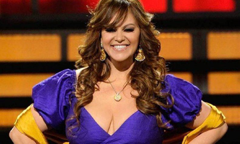 El video musical rinde homenaje a la cantante con escenas que retratan el sitio de su accidente en Iturbide