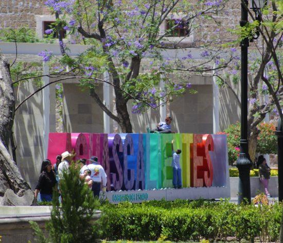La llegada de las vacaciones de verano trae una buena cantidad de visitantes a Aguascalientes.
