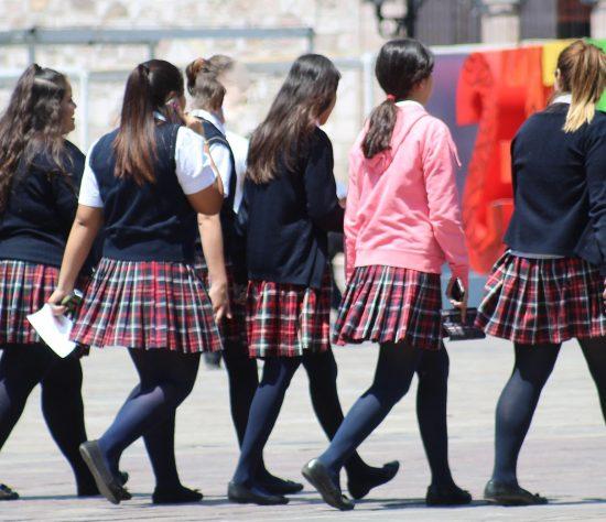 La idea es que las jovencitas no dejen sus estudios por atender a sus hijos.