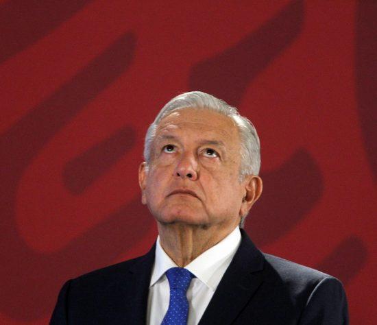 El Gobierno de México presentó el Plan de Negocios de Pemex que mediante una reducción de hasta un 11 % de la carga fiscal y una multimillonaria inversión busca reflotar a la petrolera estatal, aquejada de deuda y una caída de la producción y la refinación.
