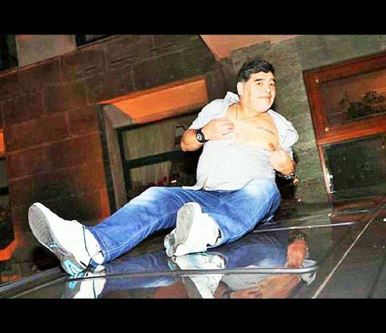Maradona-301019-550x474.jpg