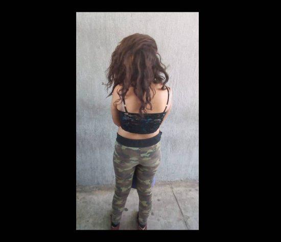 La jovencita fue detenida y llevada tras las rejas.