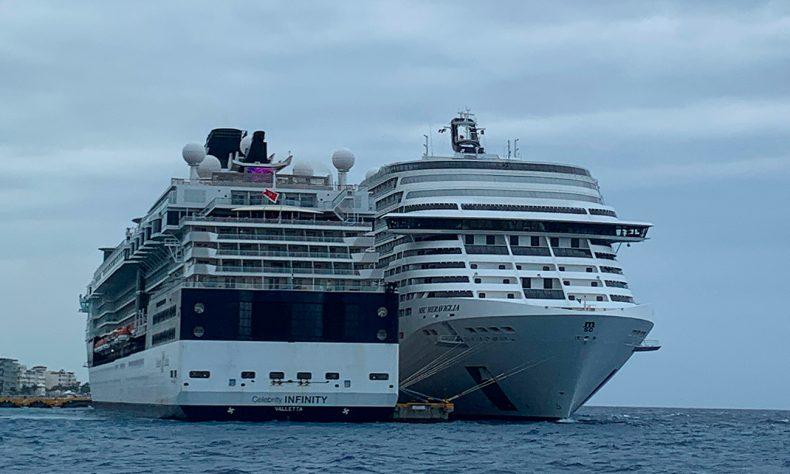 Las autoridades confirmaron que hasta el momento ningún pasajero ha descendido de la embarcación.