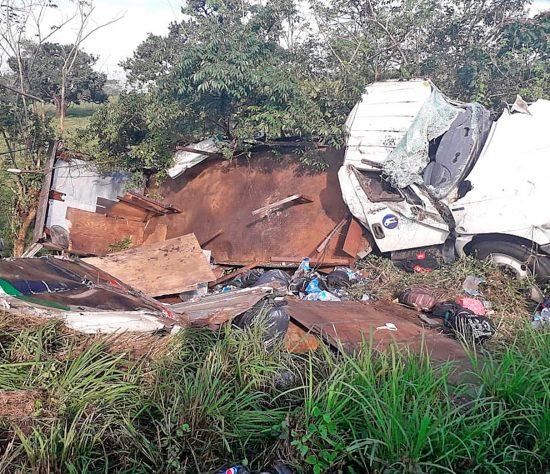 Al menos 45 personas lesionadas y un muerto, fue el saldo tras el accidente del camión en Veracruz.
