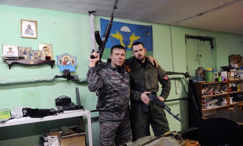 Fotografía de dos miembros del Movimiento Imperial Ruso.