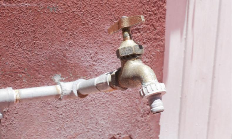 Las llaves de agua están más secas que los borrachos que se quedaron sin FNSM.