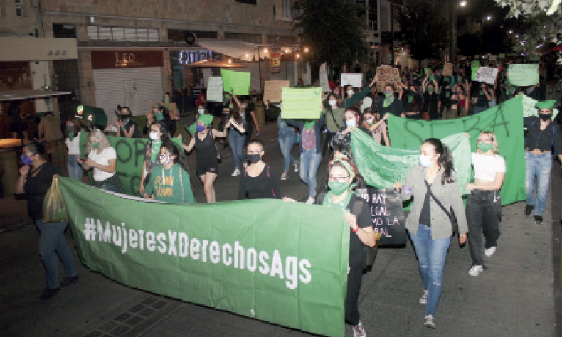 Este lunes grupos feministas en Aguascalientes se manifestaron a favor del aborto legal.