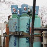 Quieren que el gobierno se rife con los tanques de oxígeno.