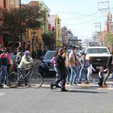 Gente en la Zona Centro de Aguascalientes.